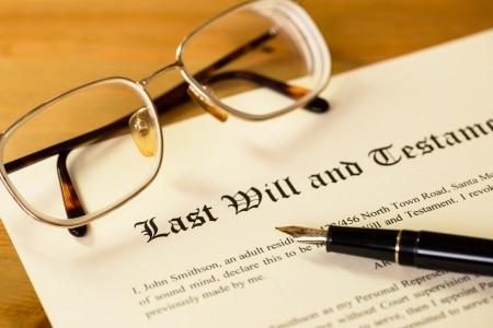 Geregelt ist das eigenhändige Testament in § 2247 BGB. Nach § 2247 Absatz 1 BGB kann ein Erblasser ein solchen letzten Willen durch eine eigenhändig geschriebene und unterschriebene Erklärung errichten.