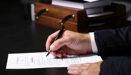 Pflichtteil: Anspruch des Pflichtteilsberechtigten auf Vorlage eines notariellen Nachlassverzeichnisses - Dürftigkeitseinrede des Erben