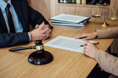Erbausschlagung im laufenden Prozess gegen den Erben